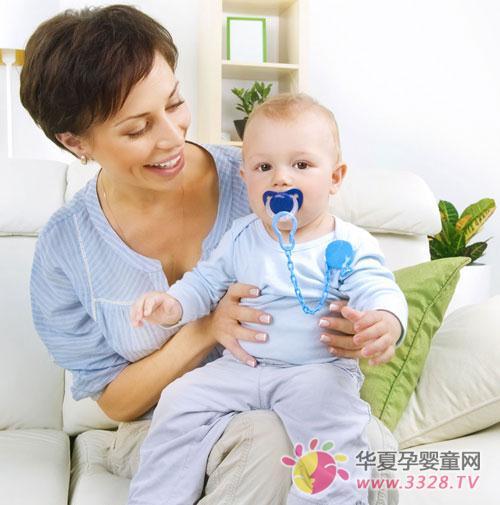 婴儿吃奶时溢奶的原因和解决方法