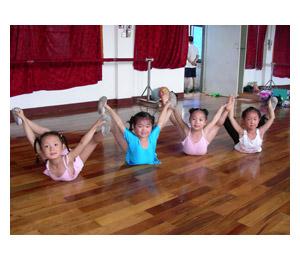 安麒汇滢早教中心体形活动